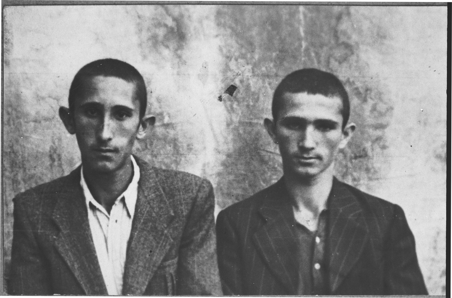 Portrait of Isak Ergas and Nissm Ergas, sons of Kutiel Ergas.  They were students.  They lived at Novatska 14 in Bitola.