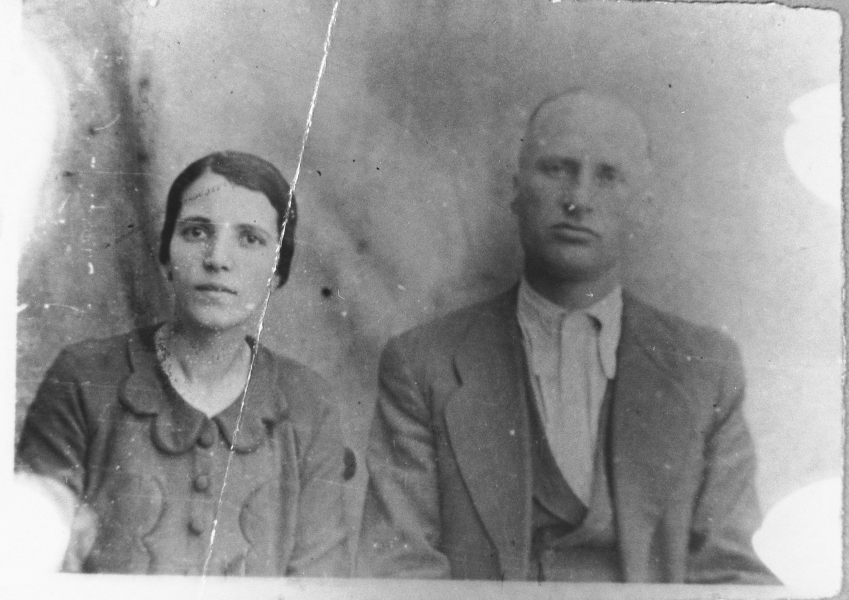 Portrait of Solomon Aroesti, son of Mishulam Aroesti, and his wife Ester.  Solomon was a second-hand dealer.  They lived at Ferizovatska 13 in Bitola.