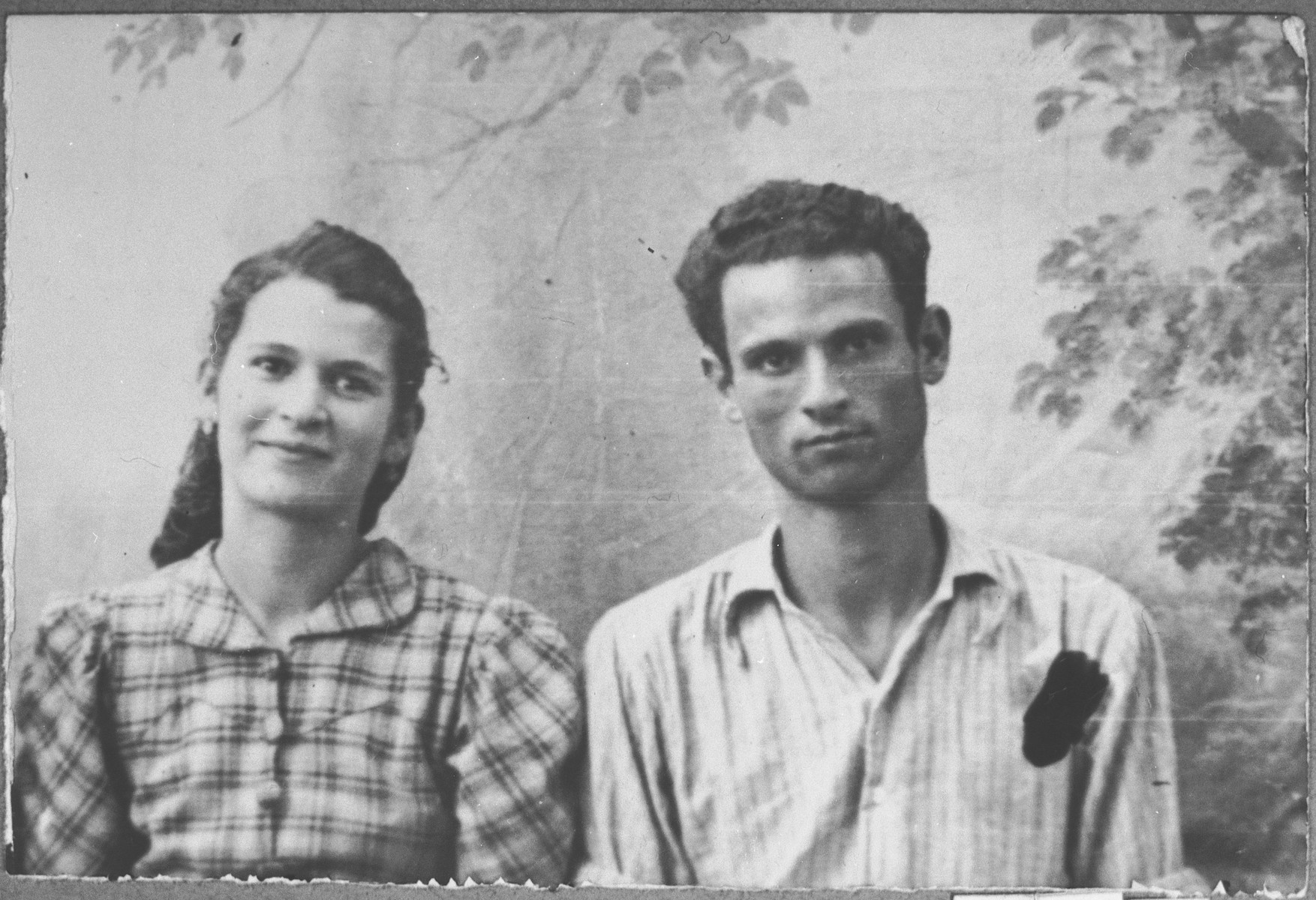 Portrait of Yosef Eschkenasi and his wife, Sara.  Yosef was a laborer.  They lived at Zmayeva 10 in Bitola.
