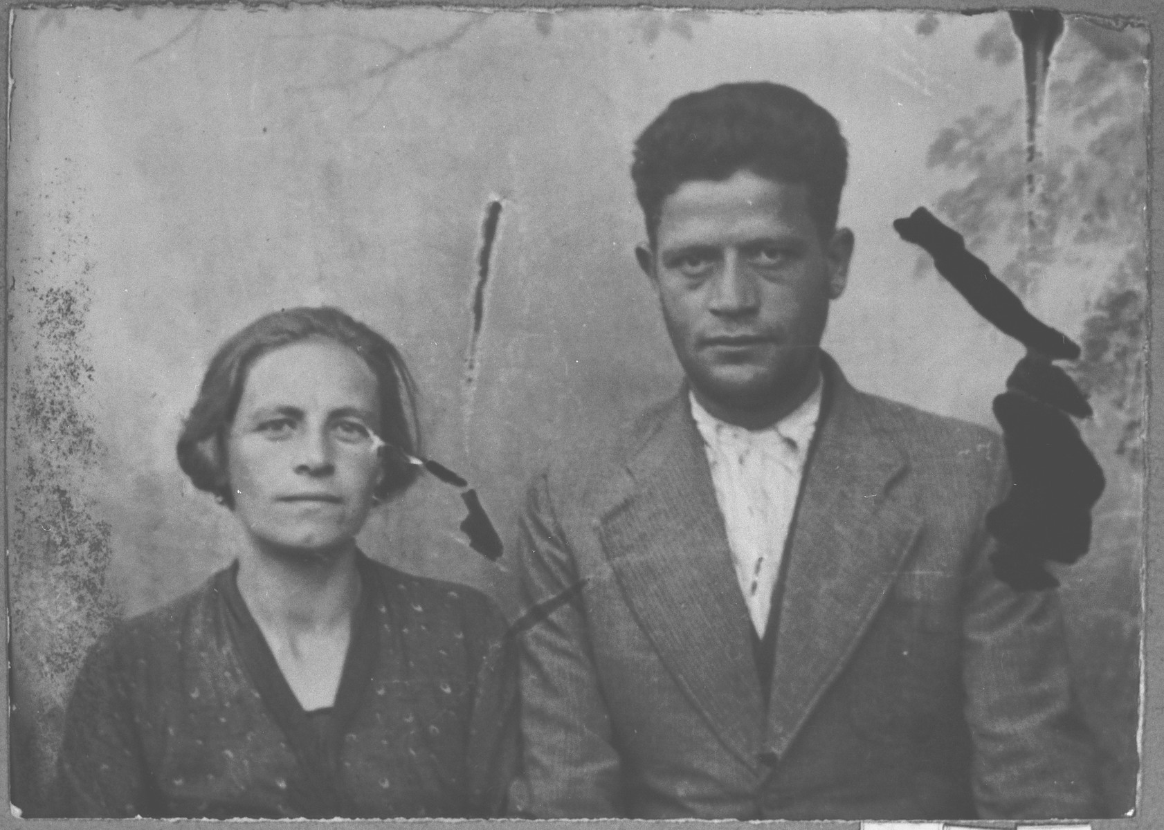Portrait of Mois Benjakar, son of Solomon Benjakar, and his wife, Mari.  Mois was a roofer.  They lived at Hertzegovatska 25 in Bitola.