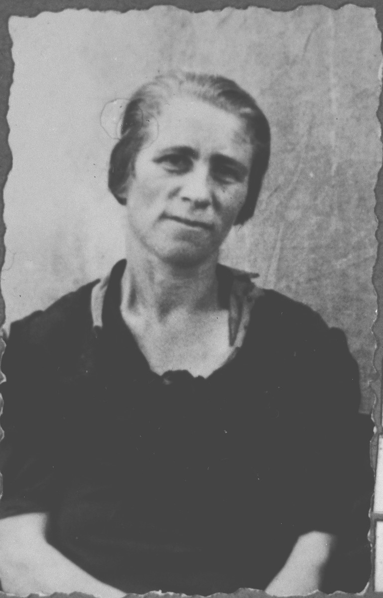 Portrait of Alegra Eschkenasi (patronymic: Konorte).  She lived at Gligora 11 in Bitola.