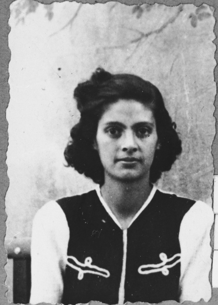Portrait of Victoria Assael, daughter of Shabetai and Arnesta Assael.  She was a student.  She lived at Sremska 9 in Bitola.