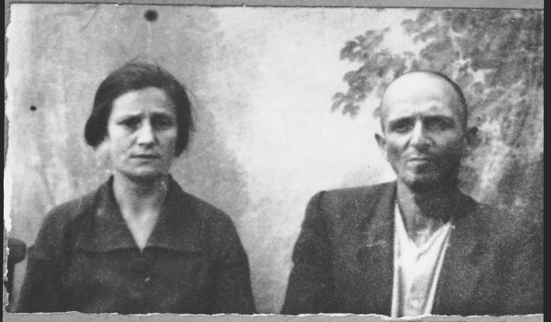 Portrait of Solomon Aroesti, son of Isak Aroesti, and his wife, Rebeka.  Solomon was a cap maker.  They lived at Dr. Raisa 131 in Bitola.