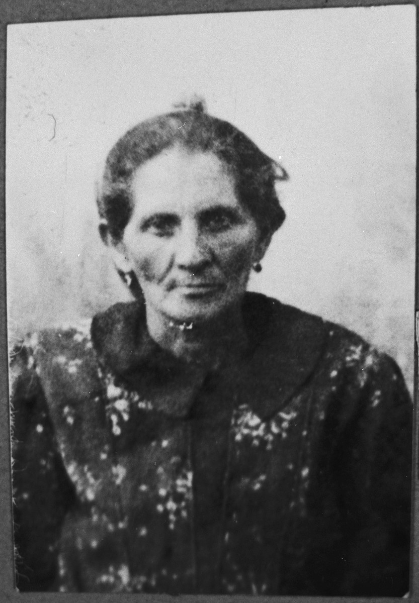 Portrait of Hana Ergas, wife of Isak Ergas.  She lived at Zmayeva 20 in Bitola.