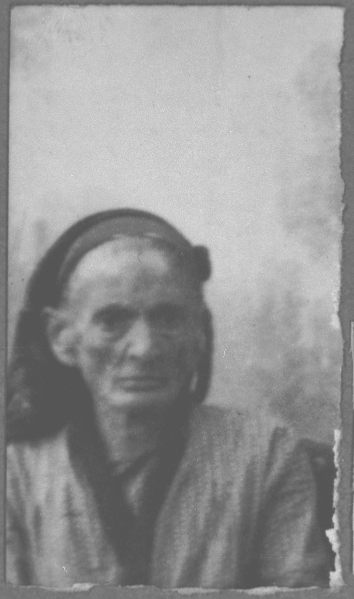 Portrait of unidentified woman.