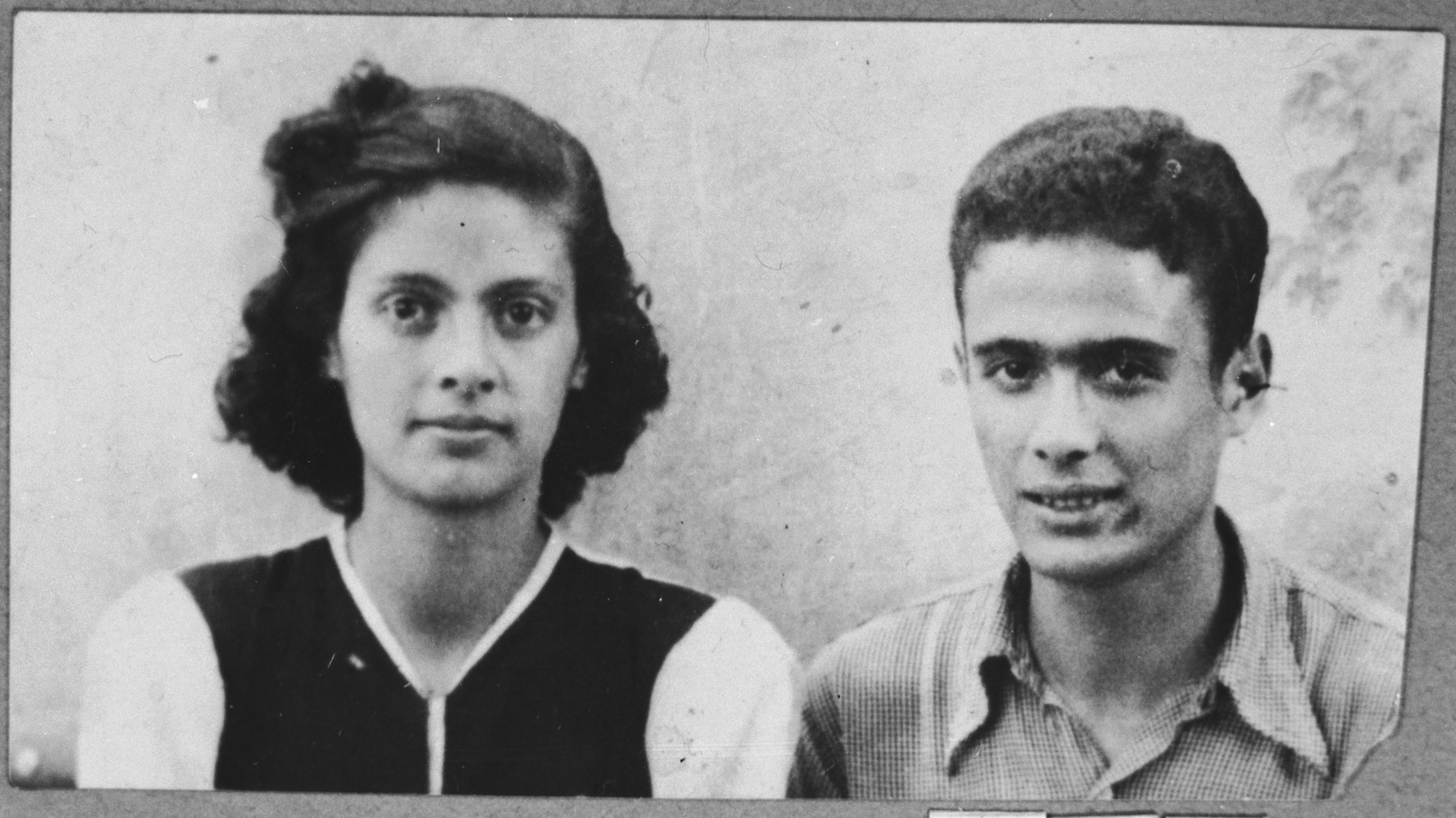 Portrait of Victoria and Isak Assael, the daughter and son of Shabetai Assael and Arnesta Assael.  They were students.  They lived at Sremska 9 in Bitola.  Isak Assael's brother Haim Assael immigrated to Chile in the early 1930s.  He tried to bring Isak to Chile, but he was deported in March 1943.