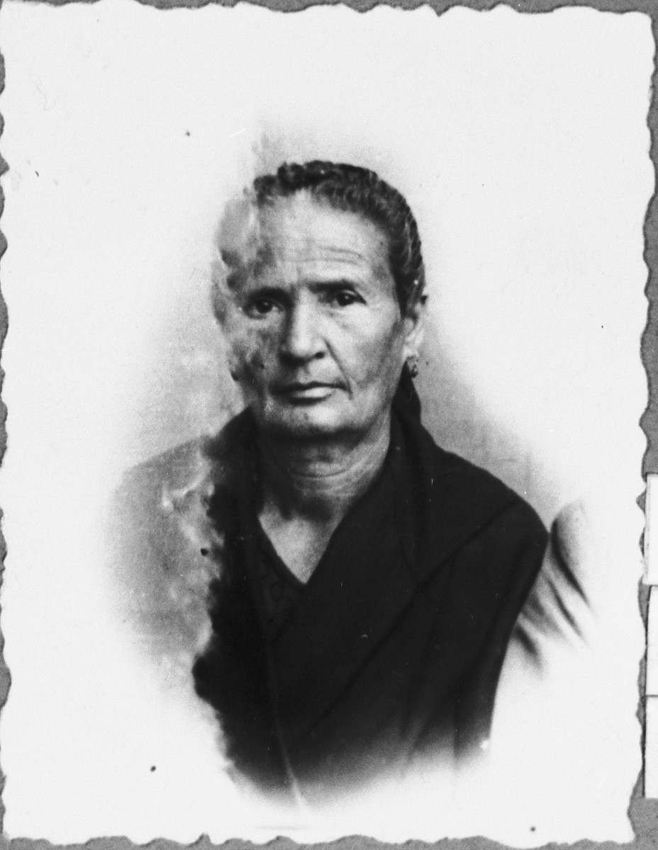 Portrait of Bohora Aroesti, wife of Haim Aroesti.  She lived at Banatska 23 in Bitola.