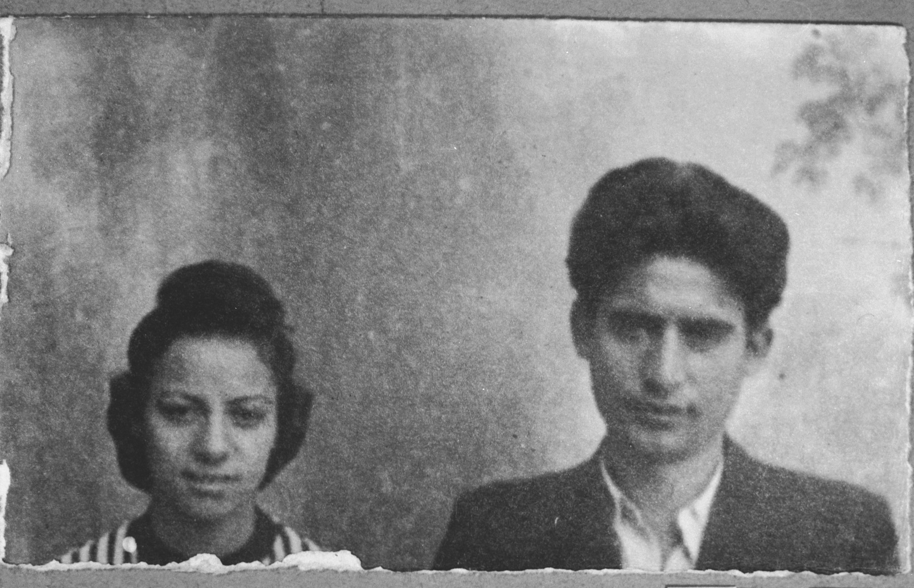 Portrait of Todoros and Louisa Aroesti, son and daughter of Simaja Aroesti.  Todoros was a plumber.  They lived at Zvornitska 5 in Bitola.