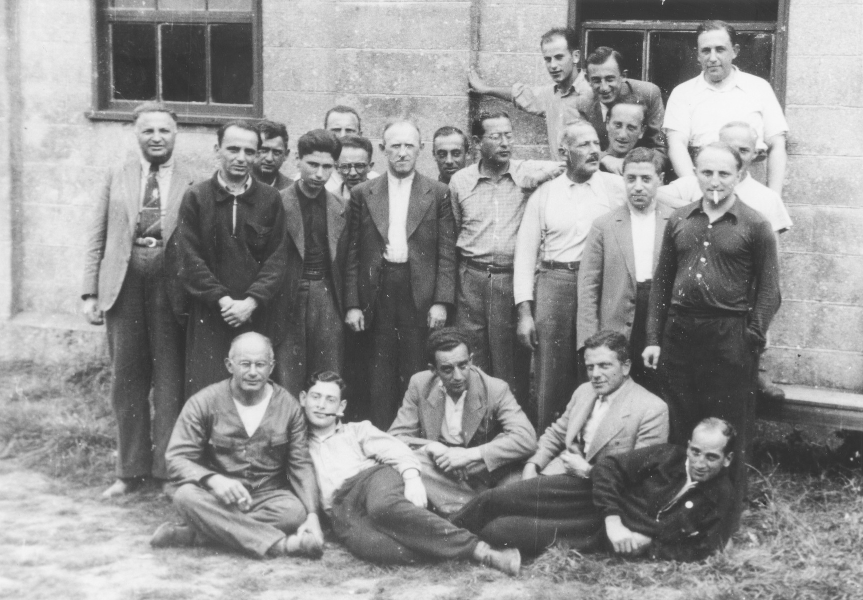 Group portrait of Jewish refugees from Germany and Austria in the Kitchener refugee camp in Richborough (Kent), England.  Herbert Mosheim is standing in the middle of the top row.