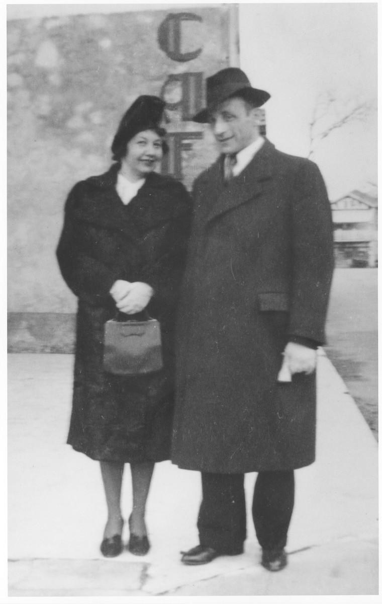 Wedding portrait of Marianne (Urmacher) Roman to Wilhelm Bauer.
