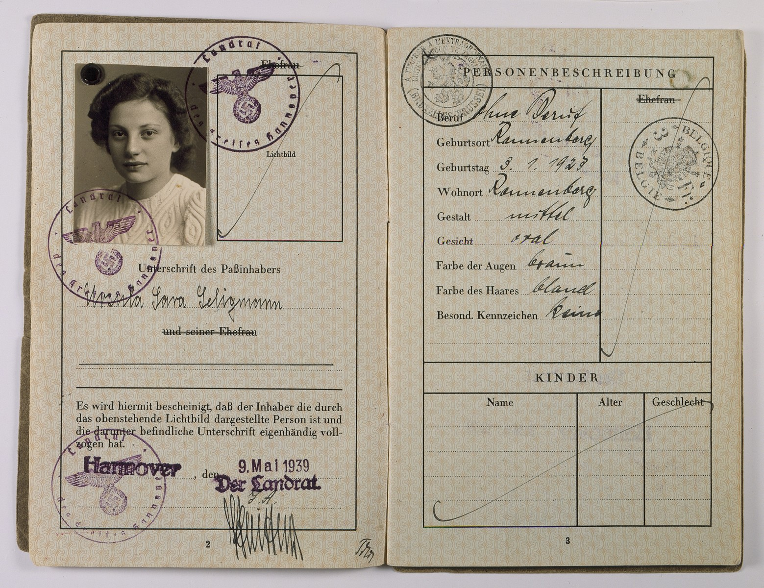 German passport of Ursula Seligmann.