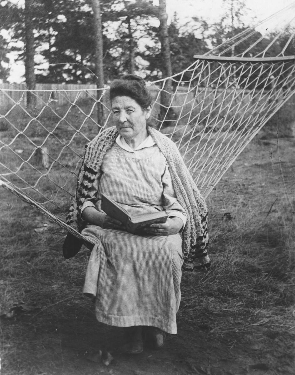 Portrait of Fanya Mikolaevsky at the family dacha.
