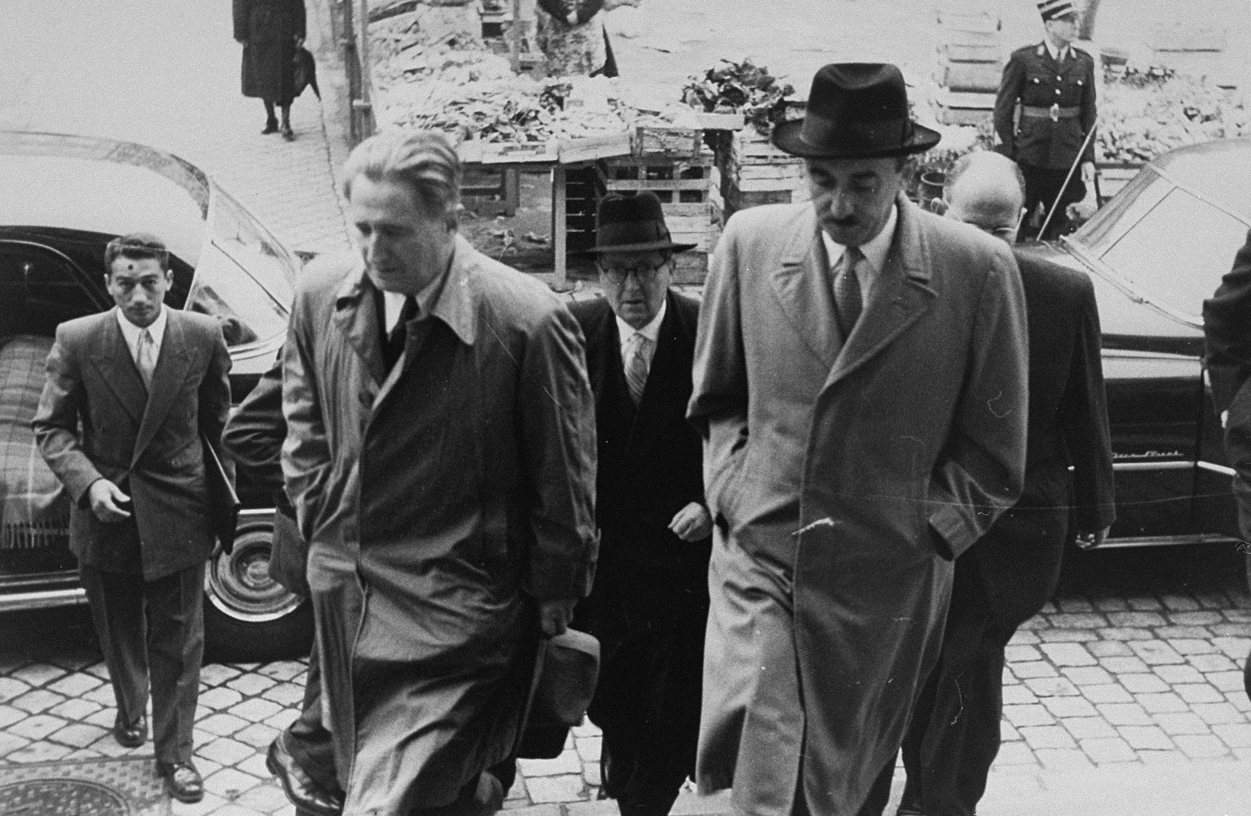 The arrival of Israeli Foreign Minister Moshe Sharett (right) and Nahum Goldman (left), head of the Committee on Jewish Material Claims, at the Luxembourg city hall for the signing of the Reparations Agreement between West Germany, Israel, and the Committee.