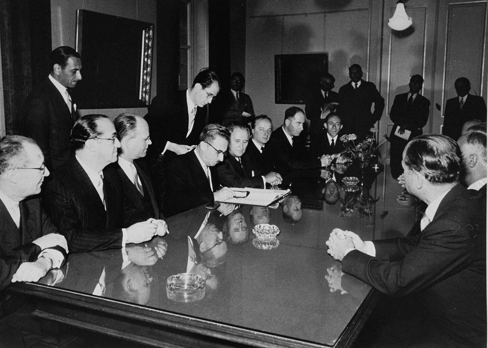 The signing of the Reparations Agreement between the German Federal Republic, the State of Israel, and the Conference on Jewish Material Claims.    Seated from left to right are: unknown, Felix Shinnar, Giora Josephthal, Moshe Sharett, Nahum Goldmann, and Benjamin Ferencz.