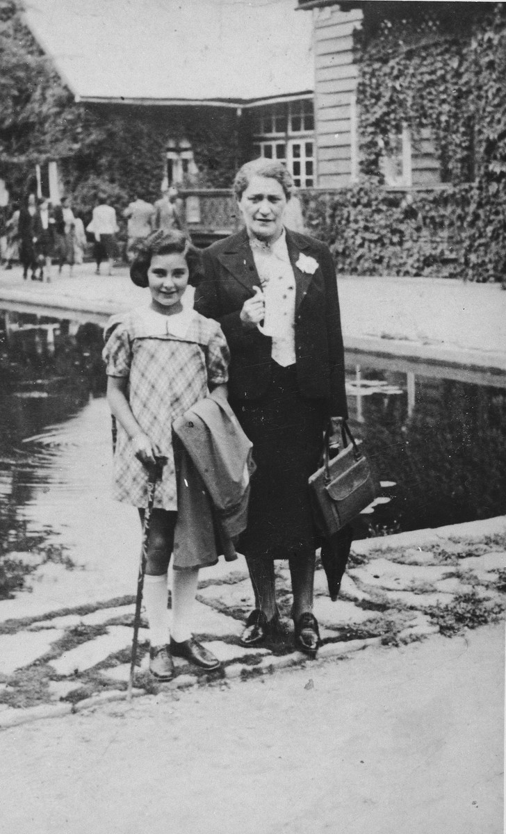 Hela Glowinski poses with her niece, Ada, at a spa in Krynica, the summer before the war.