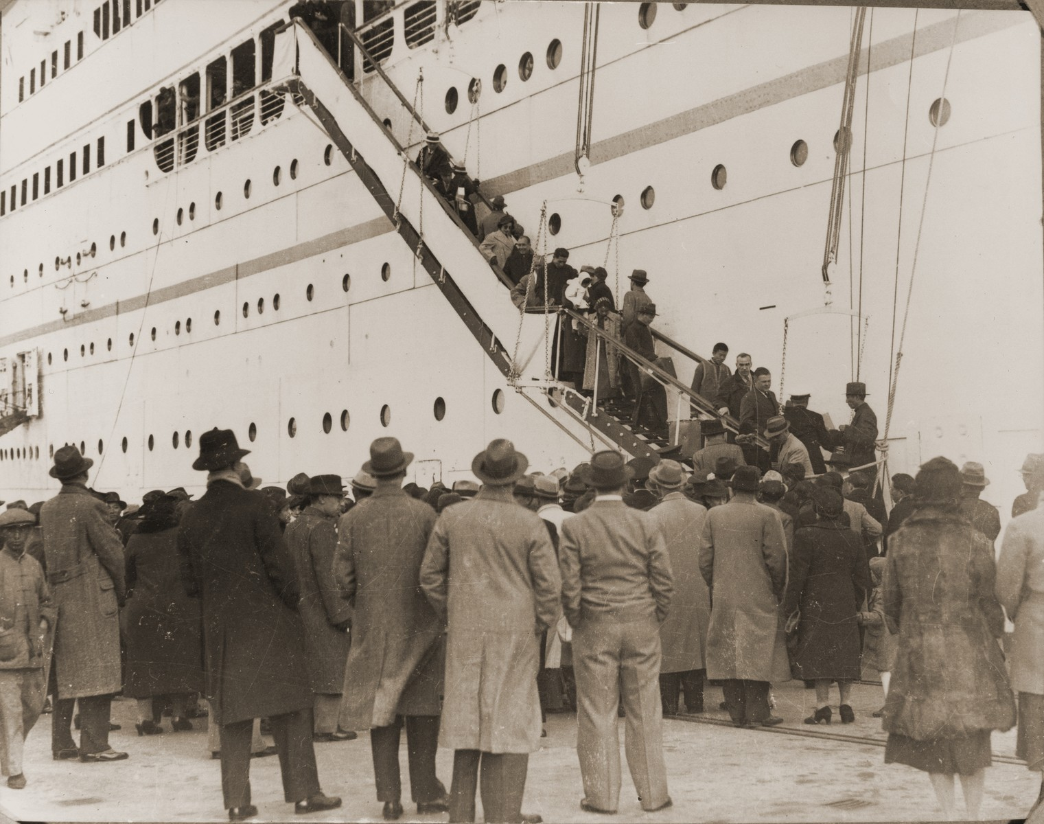 "The arrival of Jewish refugees from Austria in Shanghai.  The refugees are disembarking from the Italian ship ""Conte Verde""."