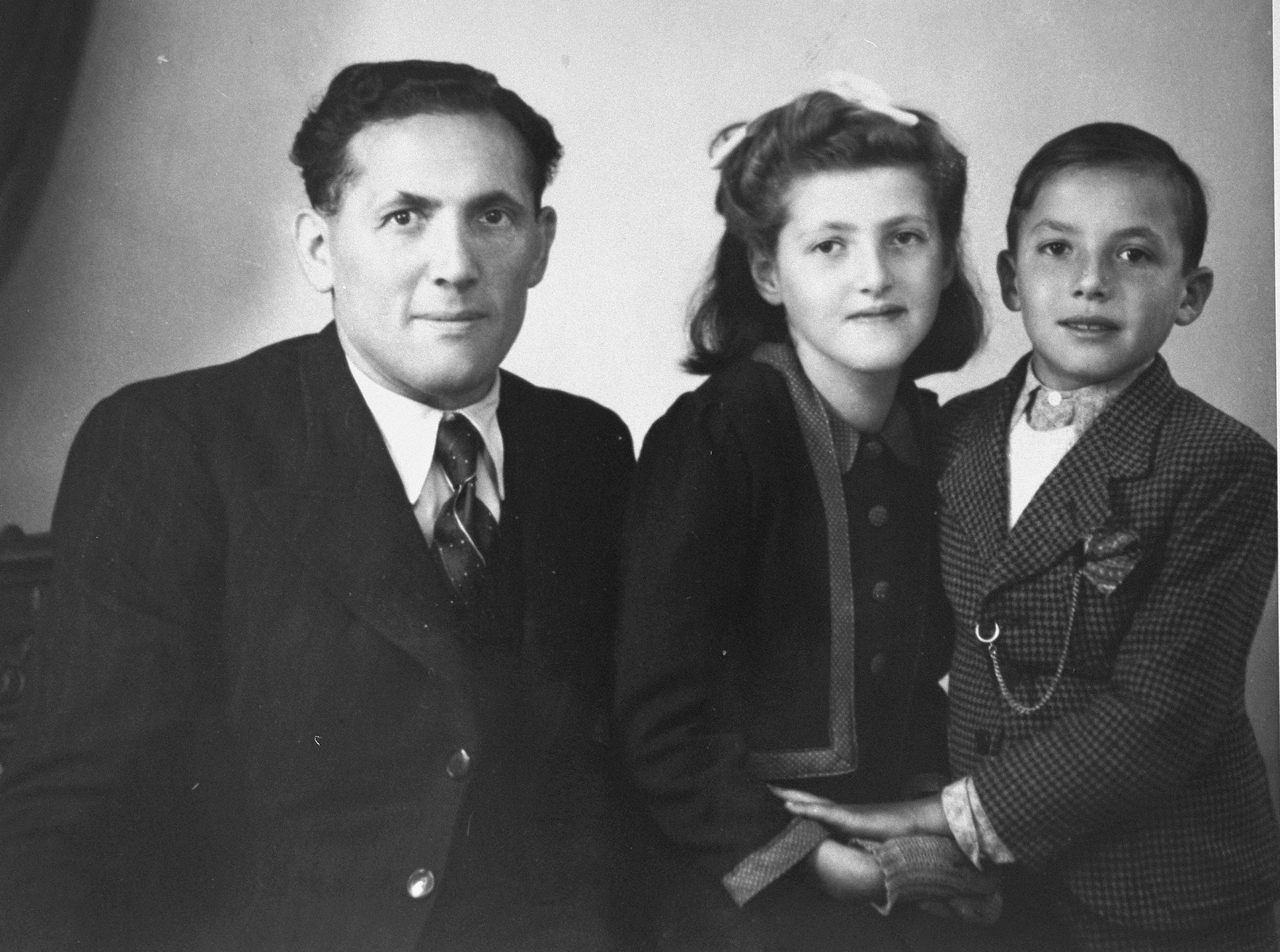 Berthe and Jacques Lewkowitz with their father during the war.