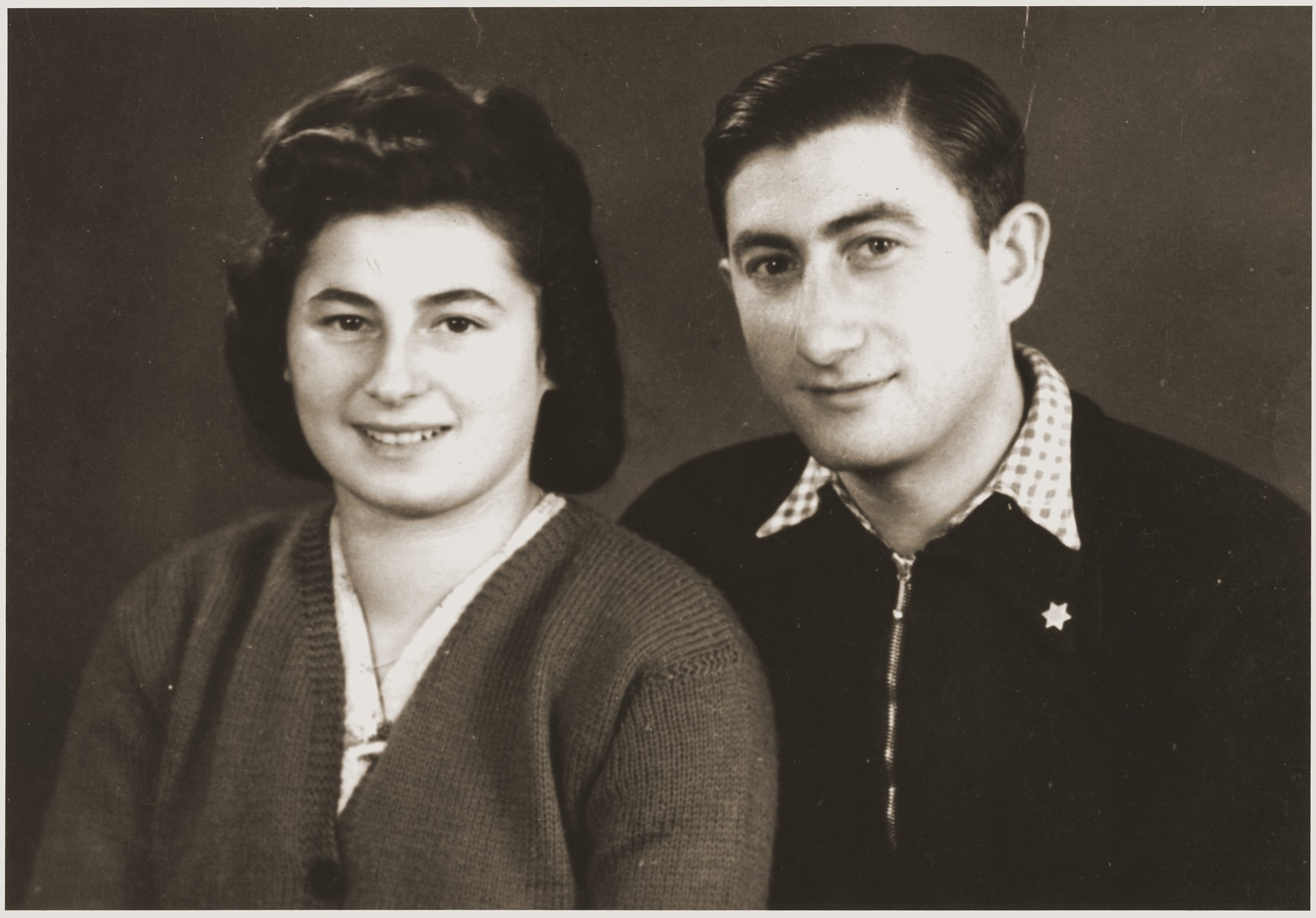 Studio portrait of two young Jewish DPs in the New Palestine displaced persons camp near Salzburg.  Pictured are Halina Goldberg, a survivor of the death march from Helbrechts to Volary, and Moniek Rozen.