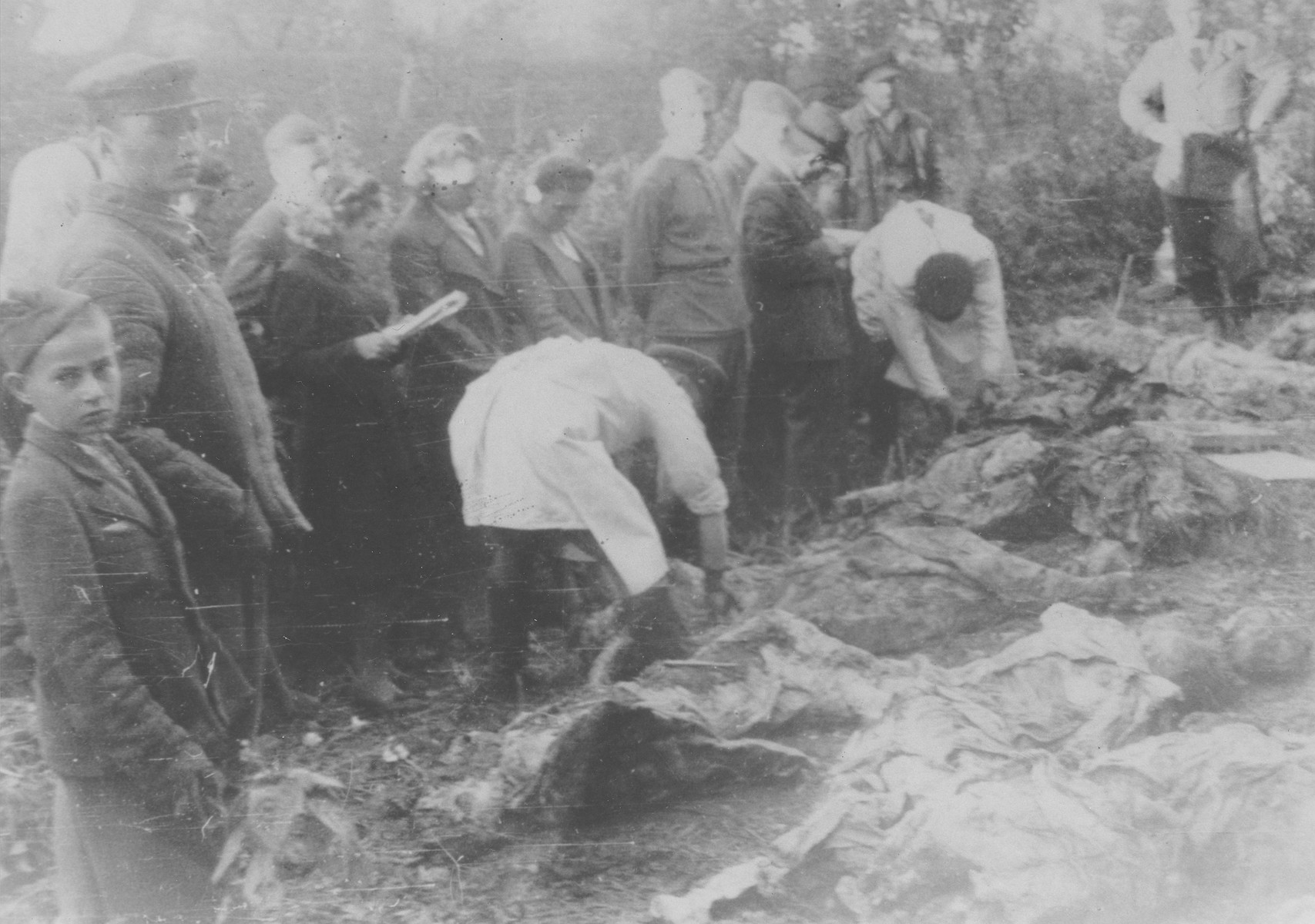 Soviets exhume a mass grave in Zloczow shortly after the liberation.