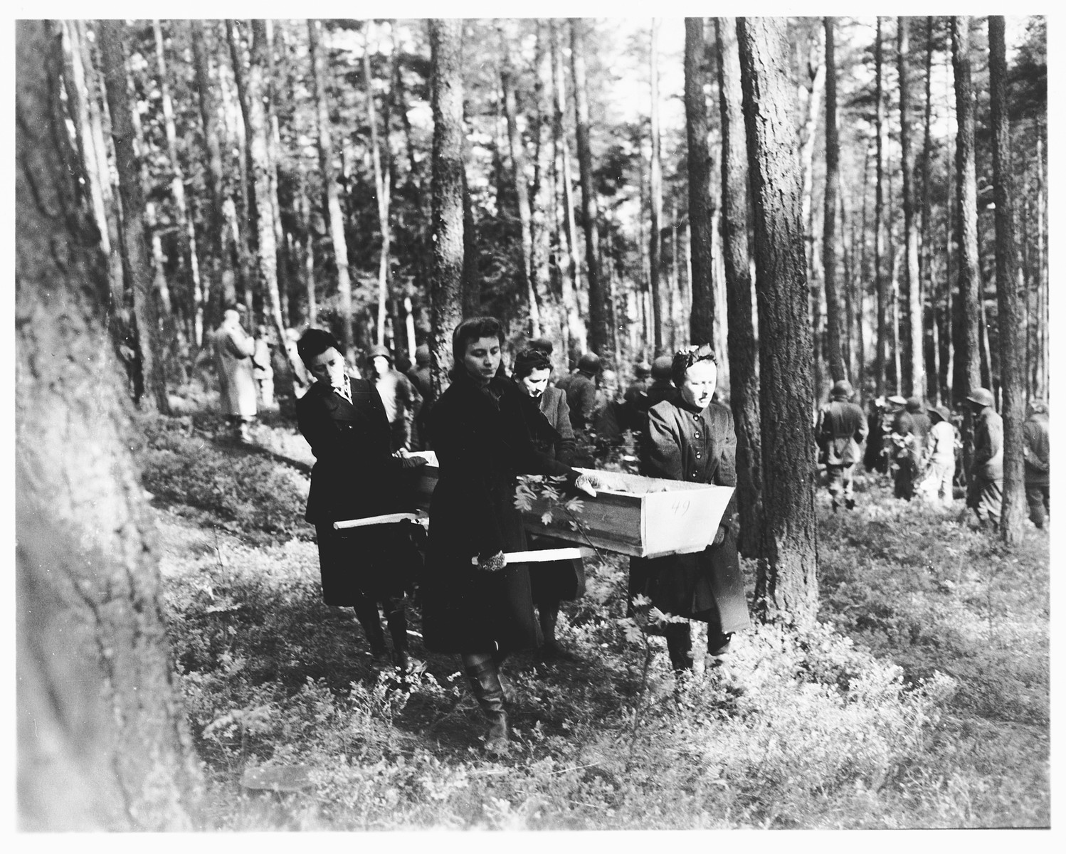 German women transport a corpse found in the woods near Neunburg vorm Wald to the town cemetery for proper burial.    The victims were Polish, Hungarian, and Russian Jews shot near Neunburg while on a death march from Flossenbuerg.