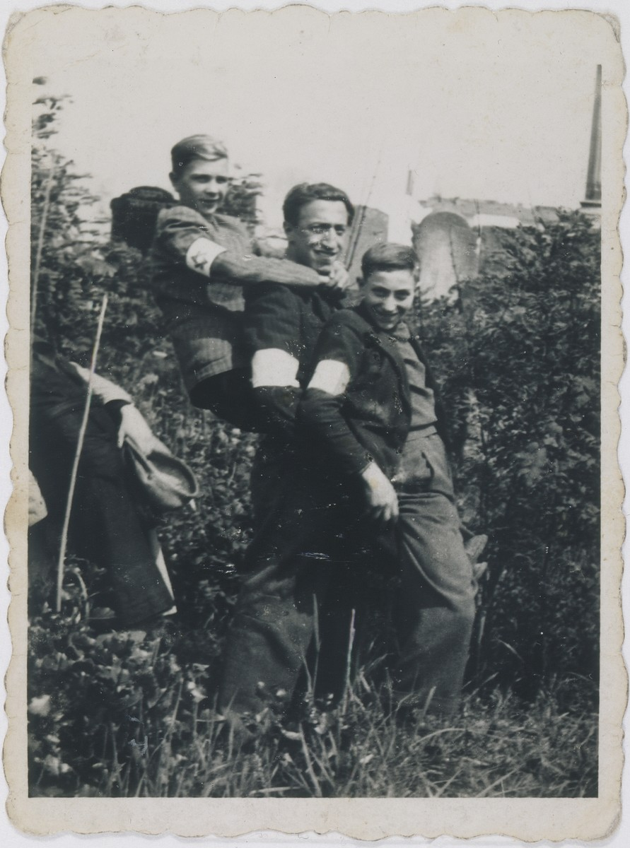 Jan Kostanski (left) poses outside with Jakob and Nathan Wierzbicki (center and right) in the Warsaw ghetto.