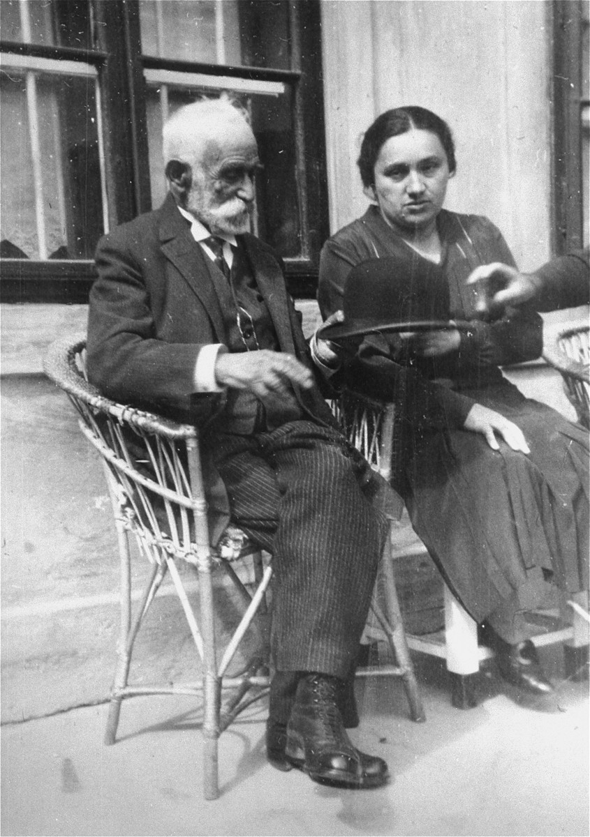 Portrait of the donor's sister-in-law Rozsi Muller Schwitzer, with her grandfather, David Quittner in Piestany, Czechoslovakia.