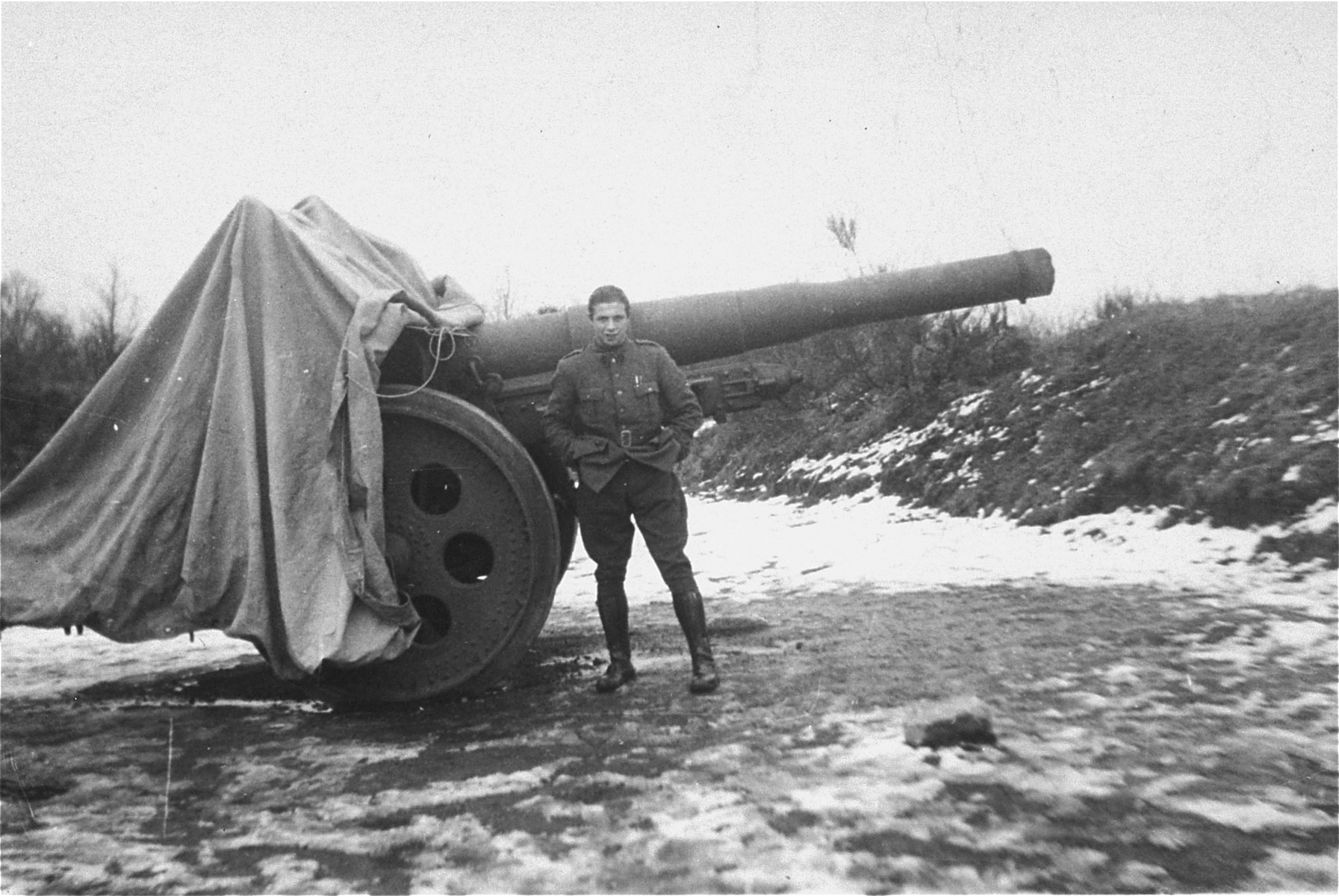 A Jewish soldier in the Belgian army poses next to a piece of artillery.  Pictured is Willem Friedman.