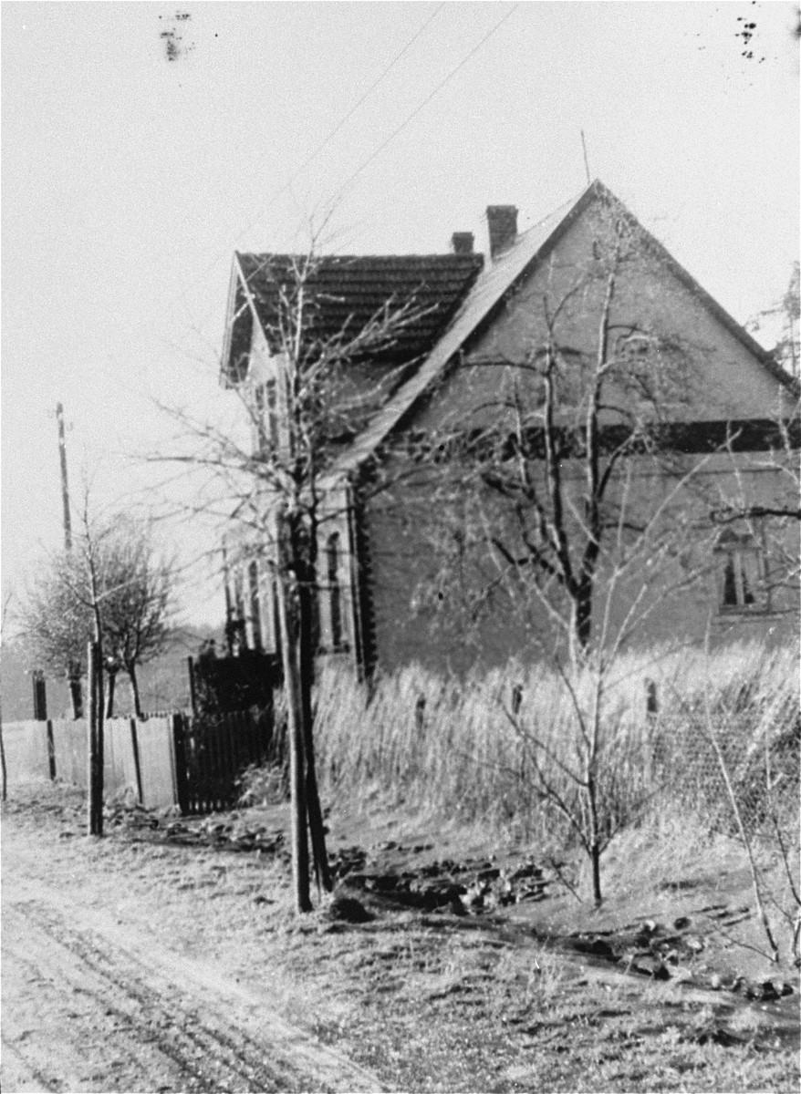 "The Kusserow family home in Bad Lippspringe after the sign ""Read the Golden Age [magazine]"" on the side of the house was removed."