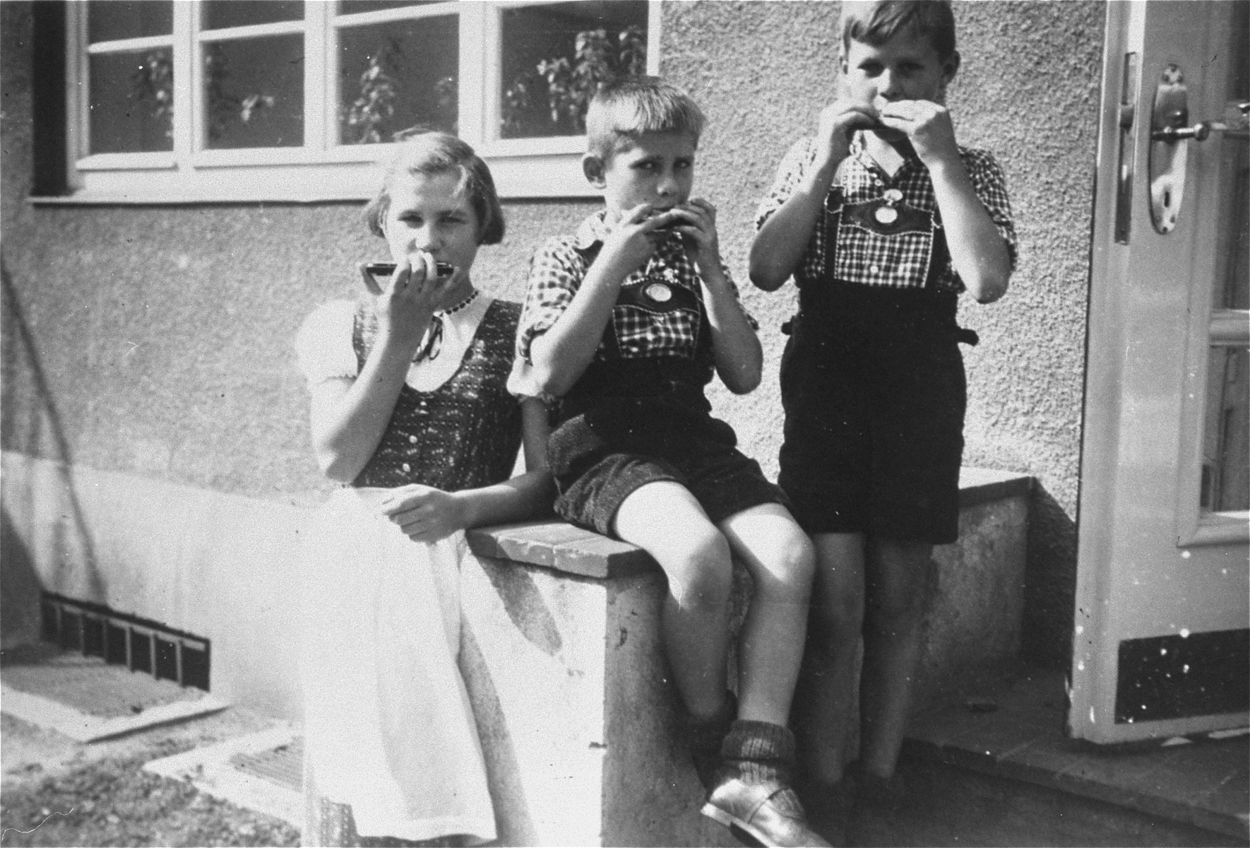 Elisabeth, Hans Werner, and Paul Gerhard Kusserow at home in Bad Lippspringe.    Because they were the children of Jehovah's Witnesses, all three were forcibly removed from school on 7 March 1939 and kept separated from their family, which was accused of spiritual and moral neglect, until their liberation in April 1945.