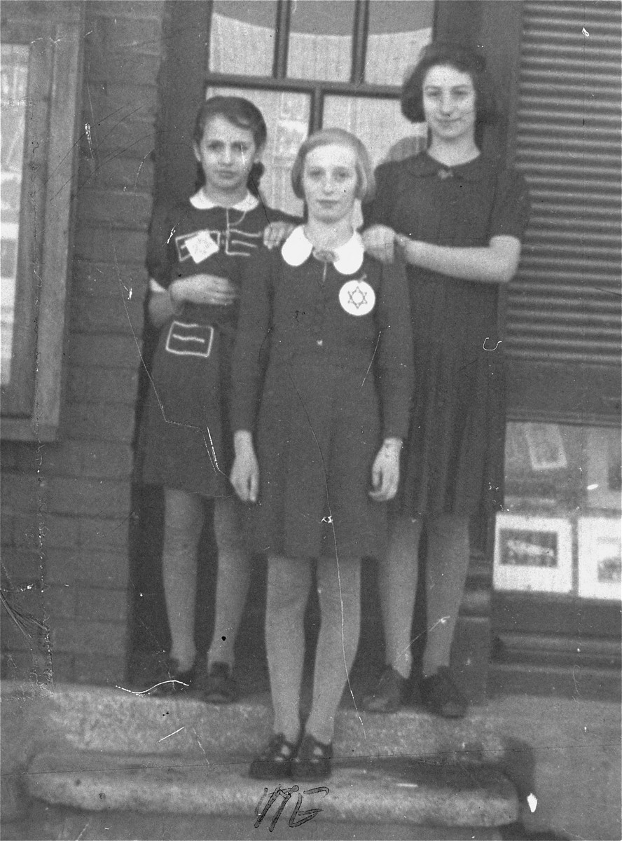 Bella Poremba (center) poses with two friends in the Zabkowice ghetto.