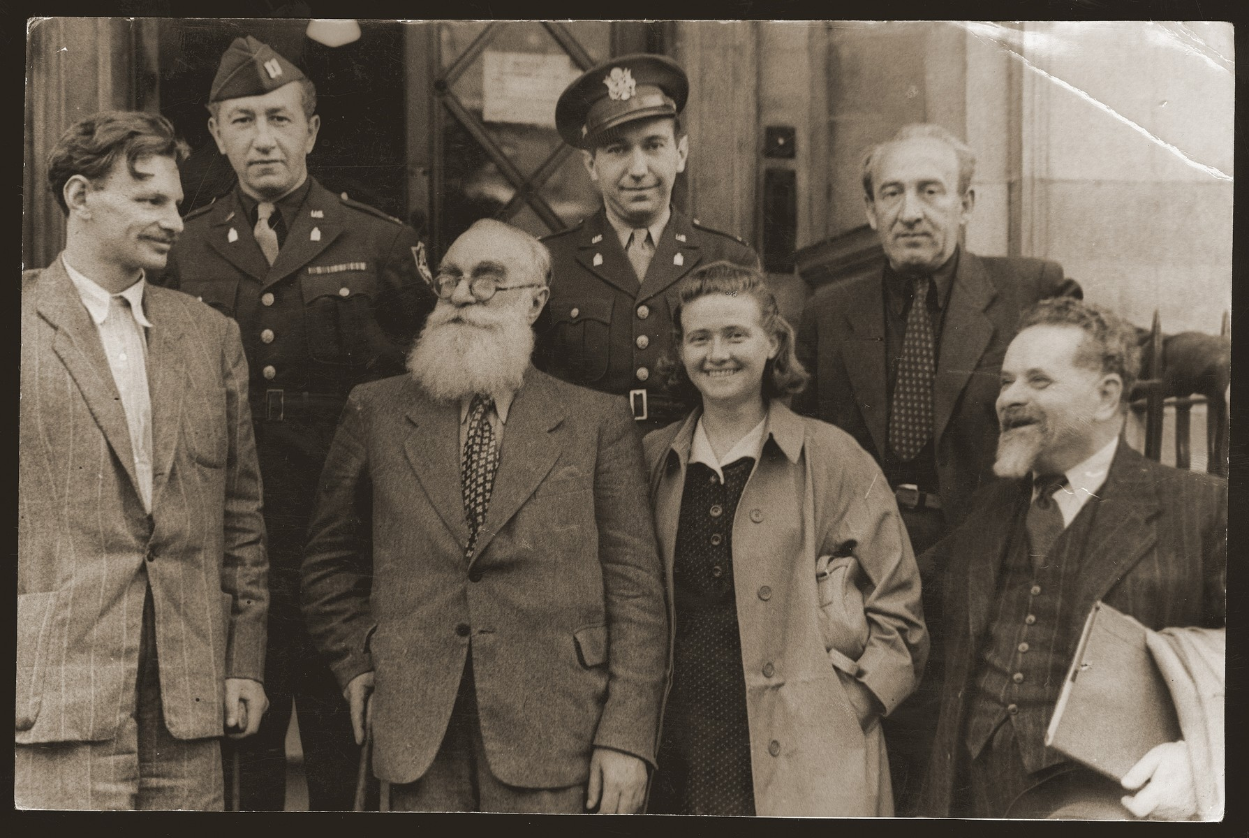 Group portrait of delegates to the World Zionist Conference in London.    Pictured in the front row, from left to right, are: Yitzhak Zuckerman, Dr. Emil Sommerstein, Haika Grosman and Yitzhak Gruenbaum.