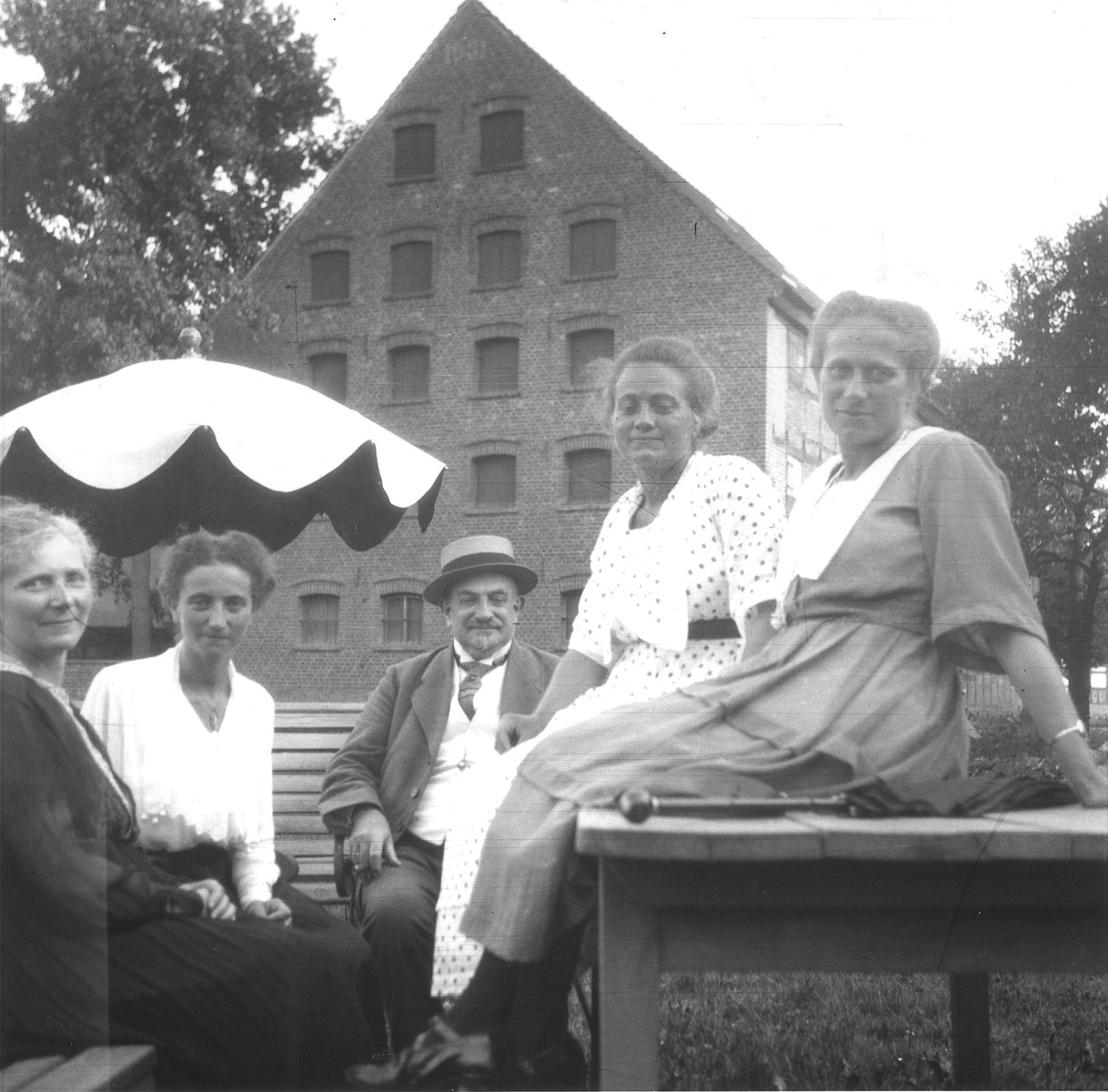 Members of the Gottschalk family pose outside.  Pictured from left to right are: Bertha, Gertrud, Hugo, Nanny and Kaethe Gottschalk.