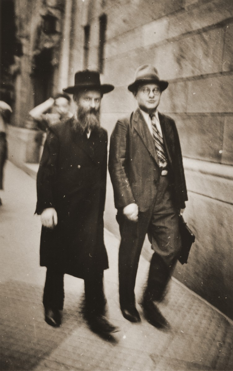 Rabbi Horowitz in front of the Frankfurt synagogue on Friedberger Anlager.