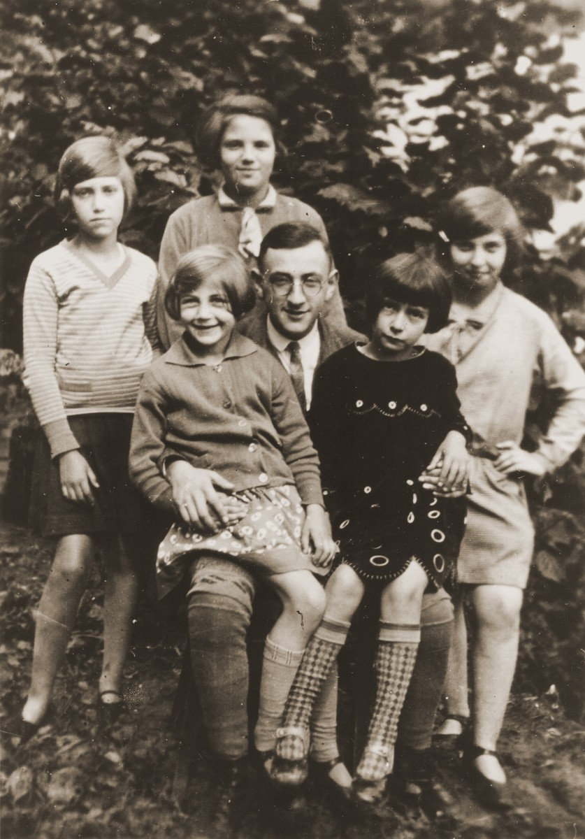 Martin Farntrog with his daughters Trudel, Miri and Emmi and two other girls.