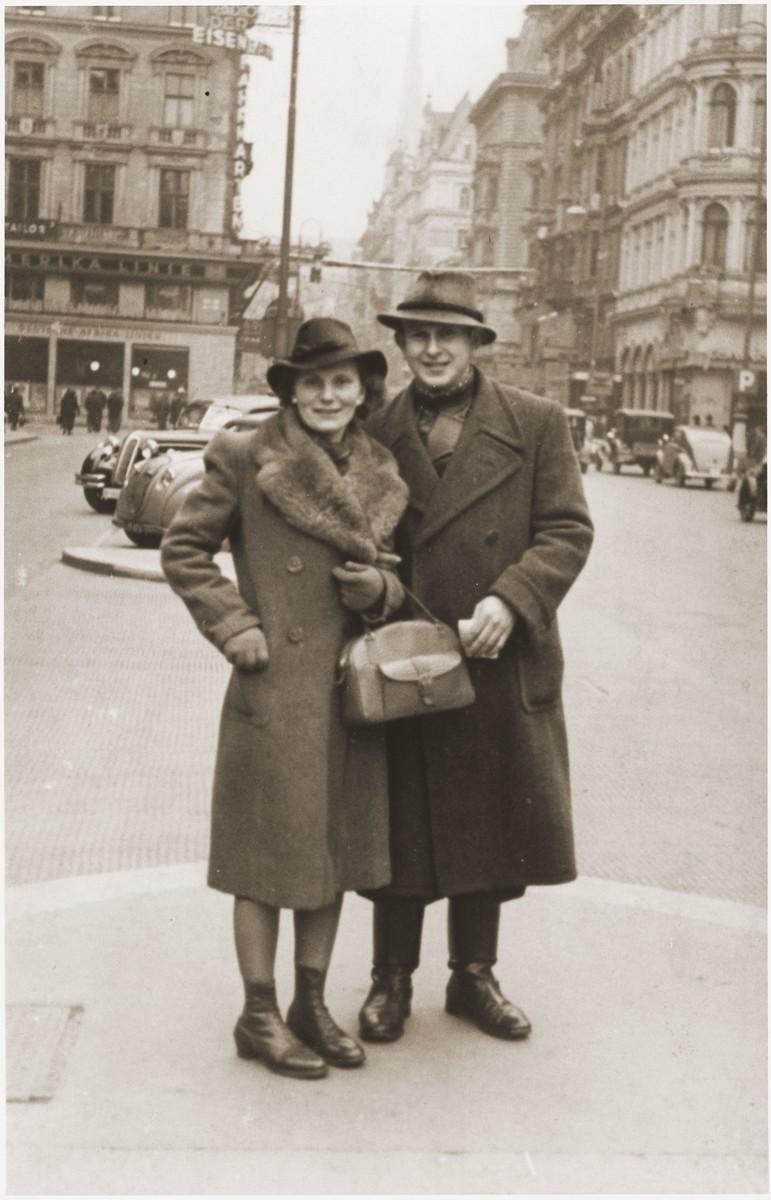 Eugen Spitzer with his half-sister Kathe Spiegler on a street in Vienna.