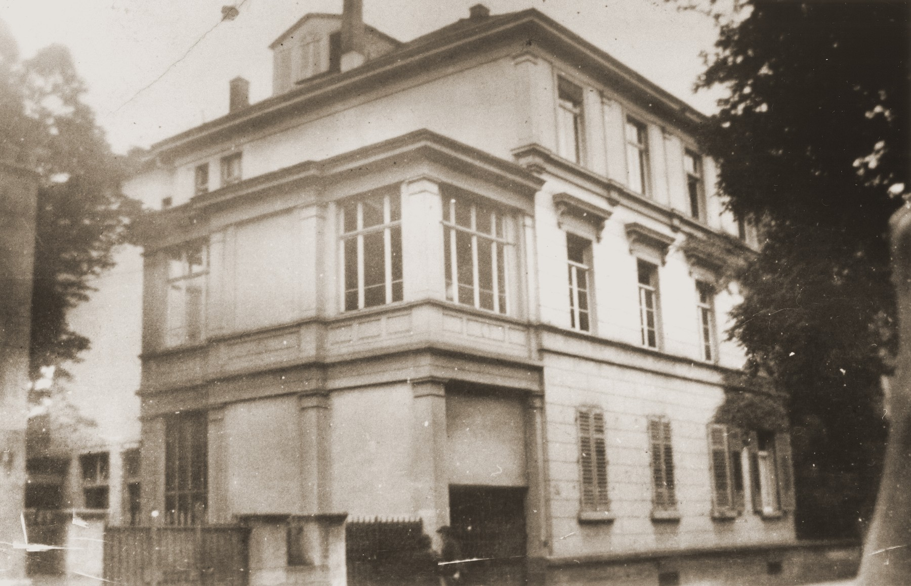 View of the Breuer yeshiva in Frankfurt am Main.    The yeshiva was headed by Rabbi Doctor Joseph Breuer.  After Kristallnacht, the yeshiva was closed down.  Rabbi Breuer moved to Fiume, Italy and from there to New York where he became rabbi of the mostly German Jewish congregation, Kehillat Jeshurun.