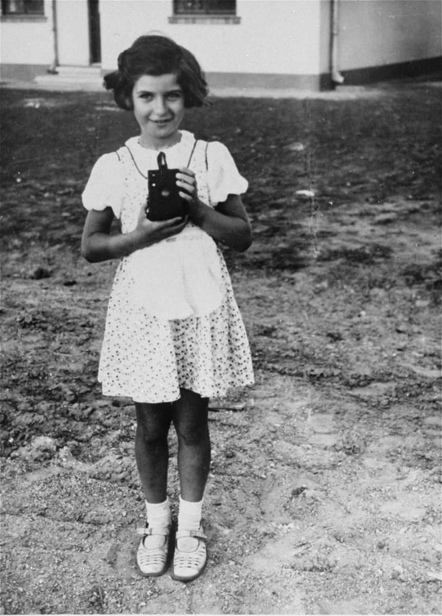 Portrait of Marta Kupfermann as a child.