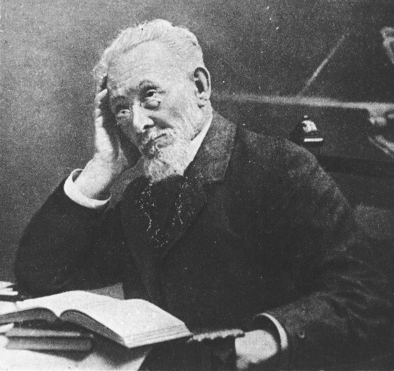 Portrait of the Yiddish author, Mendel Mokher Seforim (1835-1917).