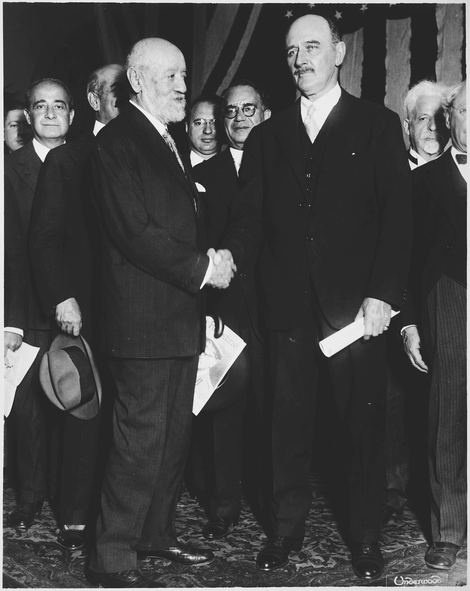 Lord Edmund Allenby shakes hands with Nathan Straus during his final trip to America.