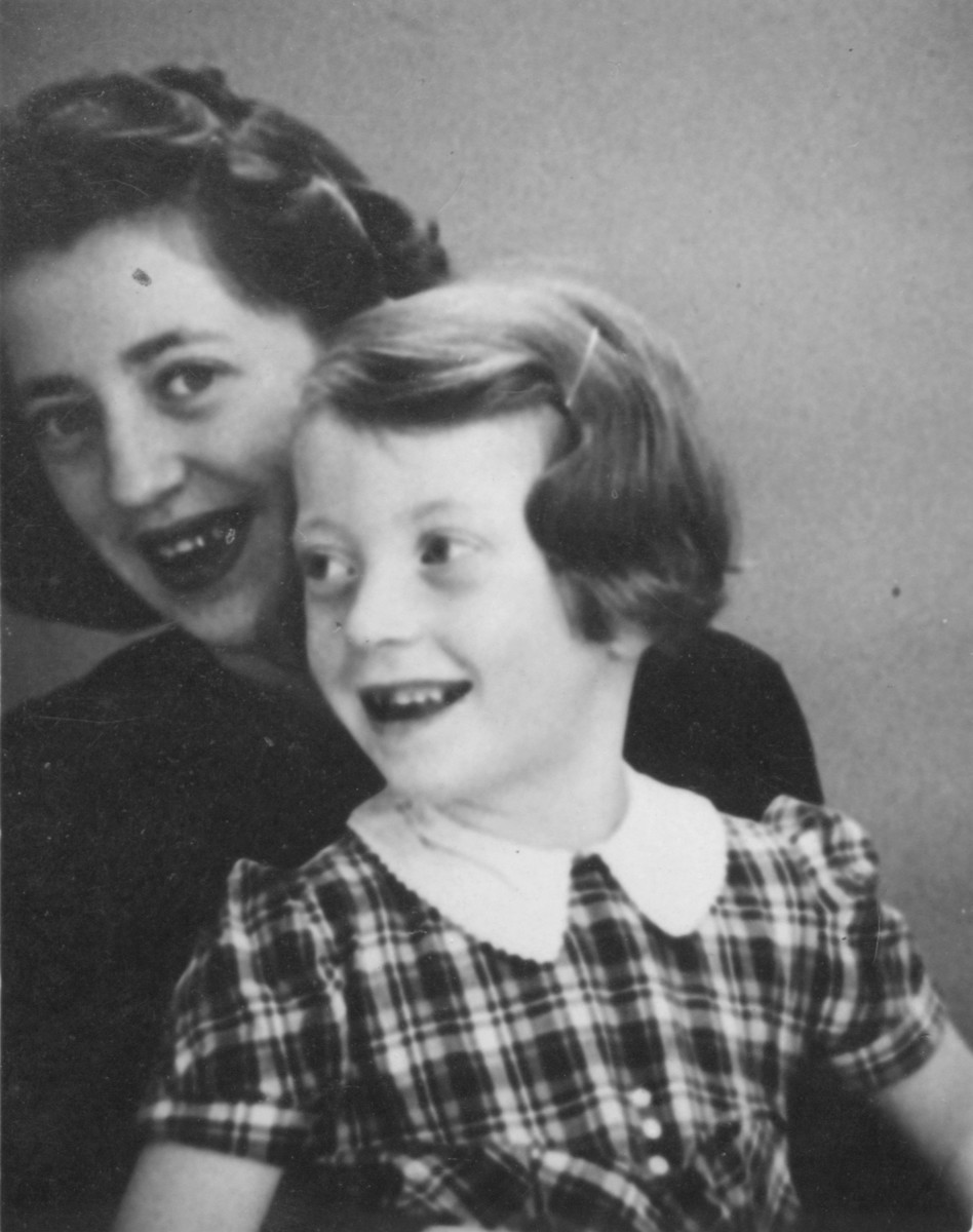 Portrait of Dorrit (behind) and Erika Trost, the two nieces of Herman Ellenboghen, as Austrian-Jewish refugees living in Belgium.    They were deported and killed in Auschwitz.