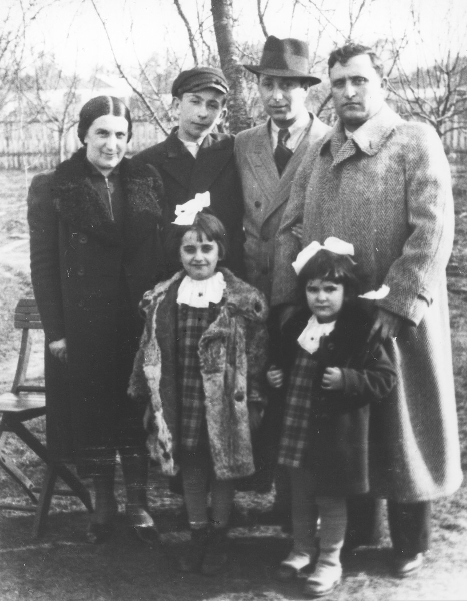 Jankiel Garbasz (top row, second from the left) poses with his aunt, uncles and cousins shortly before he left Poland for Australia.