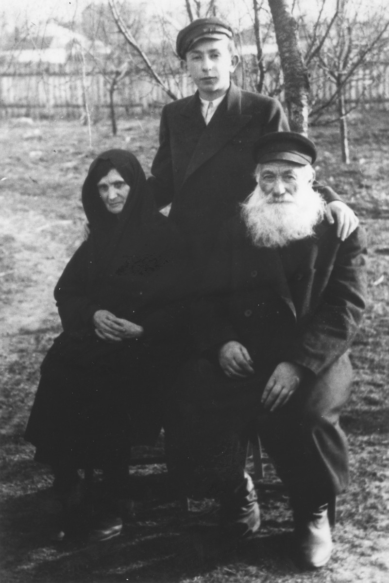 Jankiel Garbasz poses with his grandparents, Israel and Sara Garbasz, shortly before he left Poland for Australia.  Israel and Sara Garbasz later perished during the Holocaust.