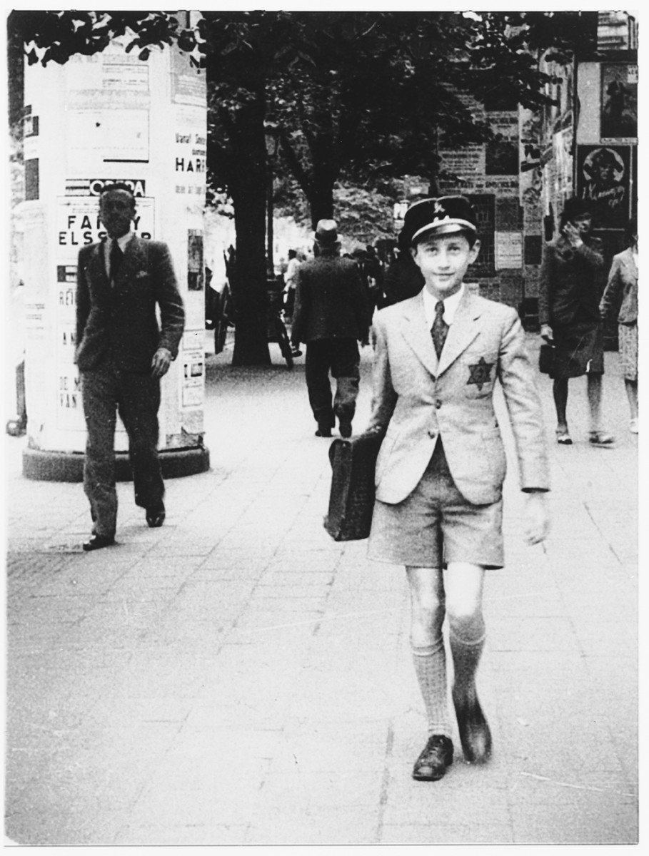 Hirsch Grunstein walks down De Keyserlei Street on his way to high school.