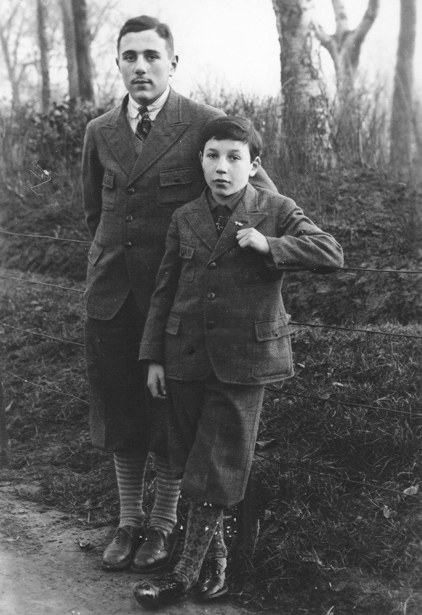 Prewar portrait of two Jewish brothers in a park.  From left to right are Samuel and Paul Halter.