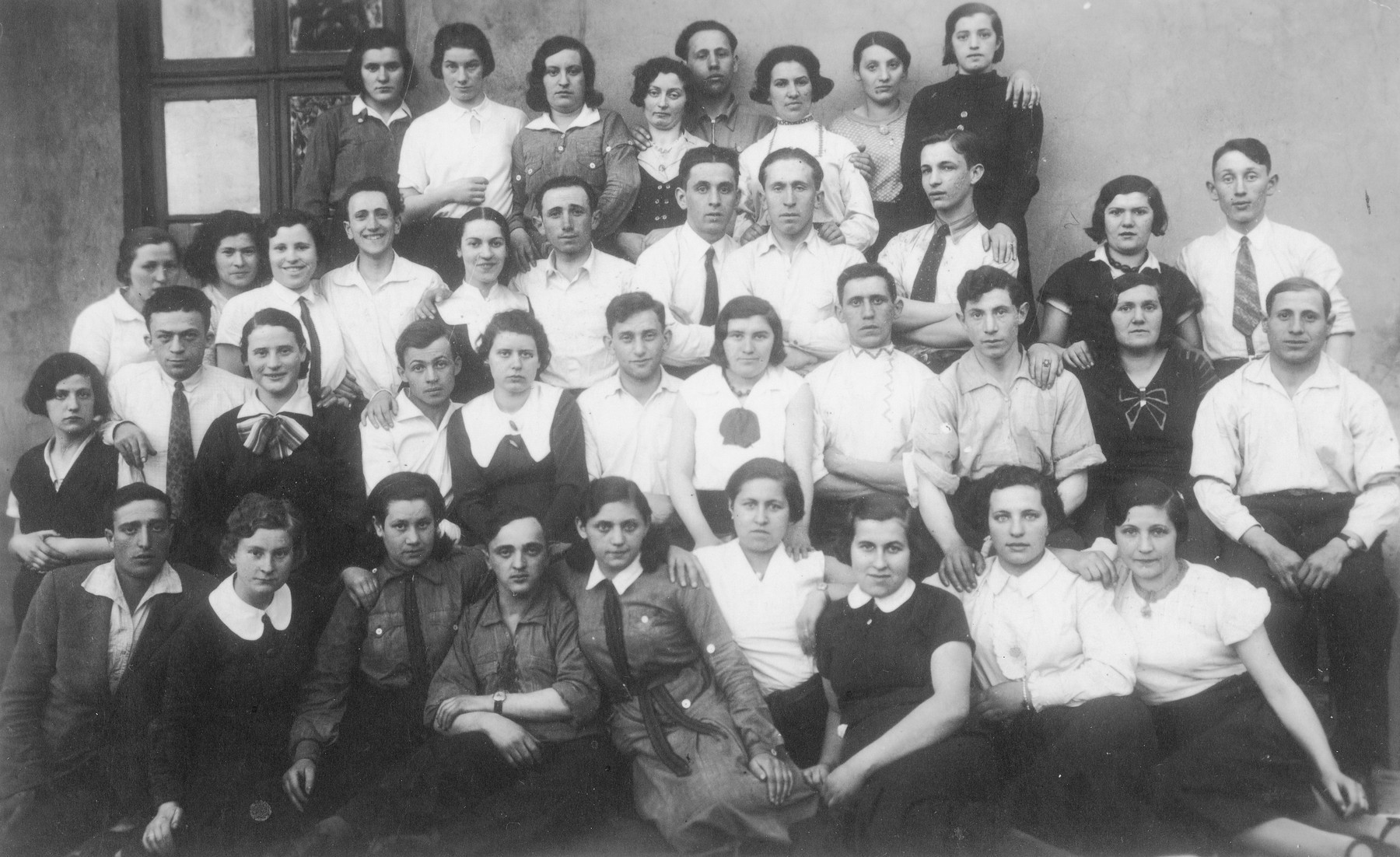 Portrait of Zionist youth in Dabrowa., members of either Hechalutz or Shomer Hatzair.