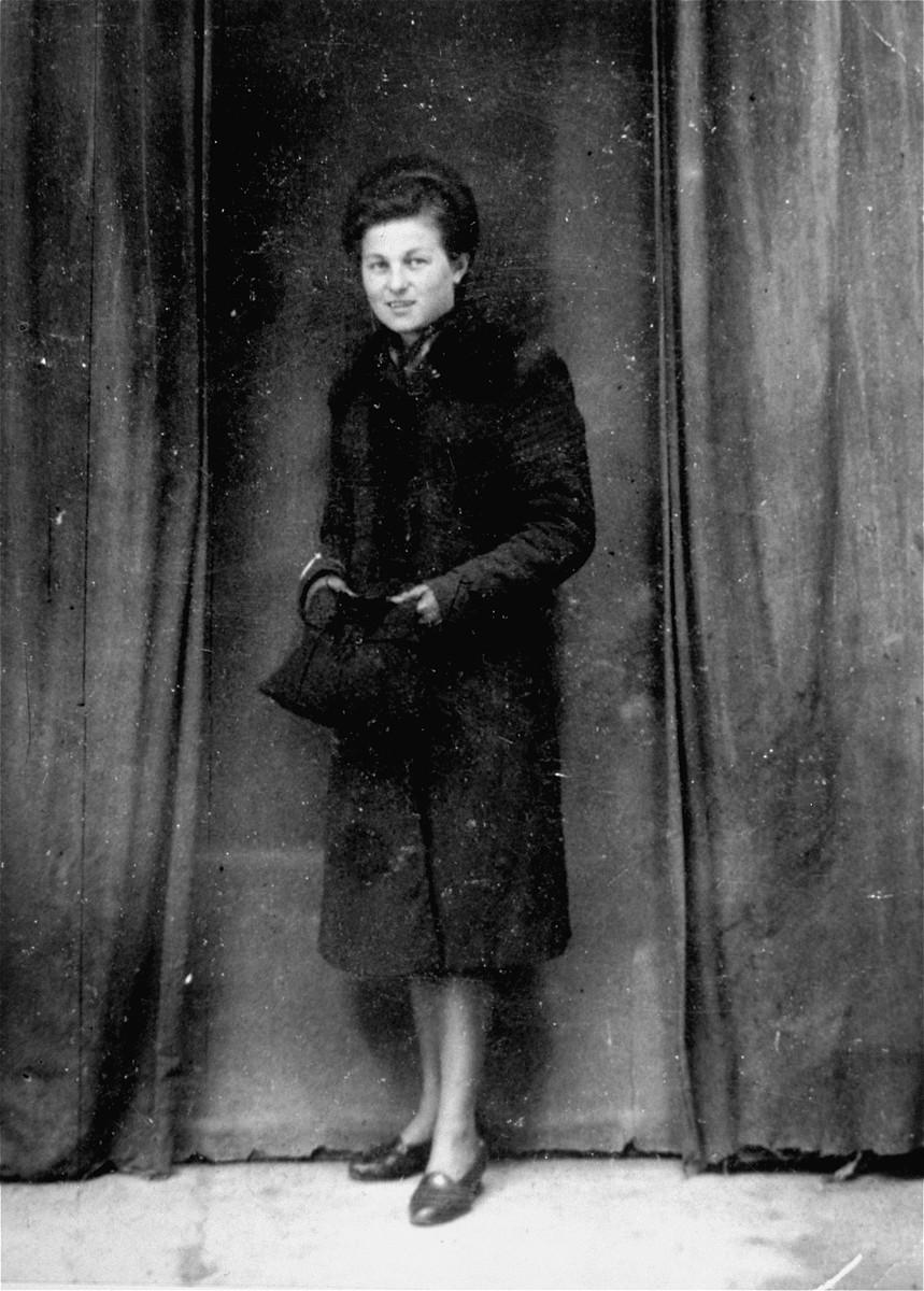 Portrait of Jadzia R., Herman Neudorf's girlfriend, in Konskie Poland.