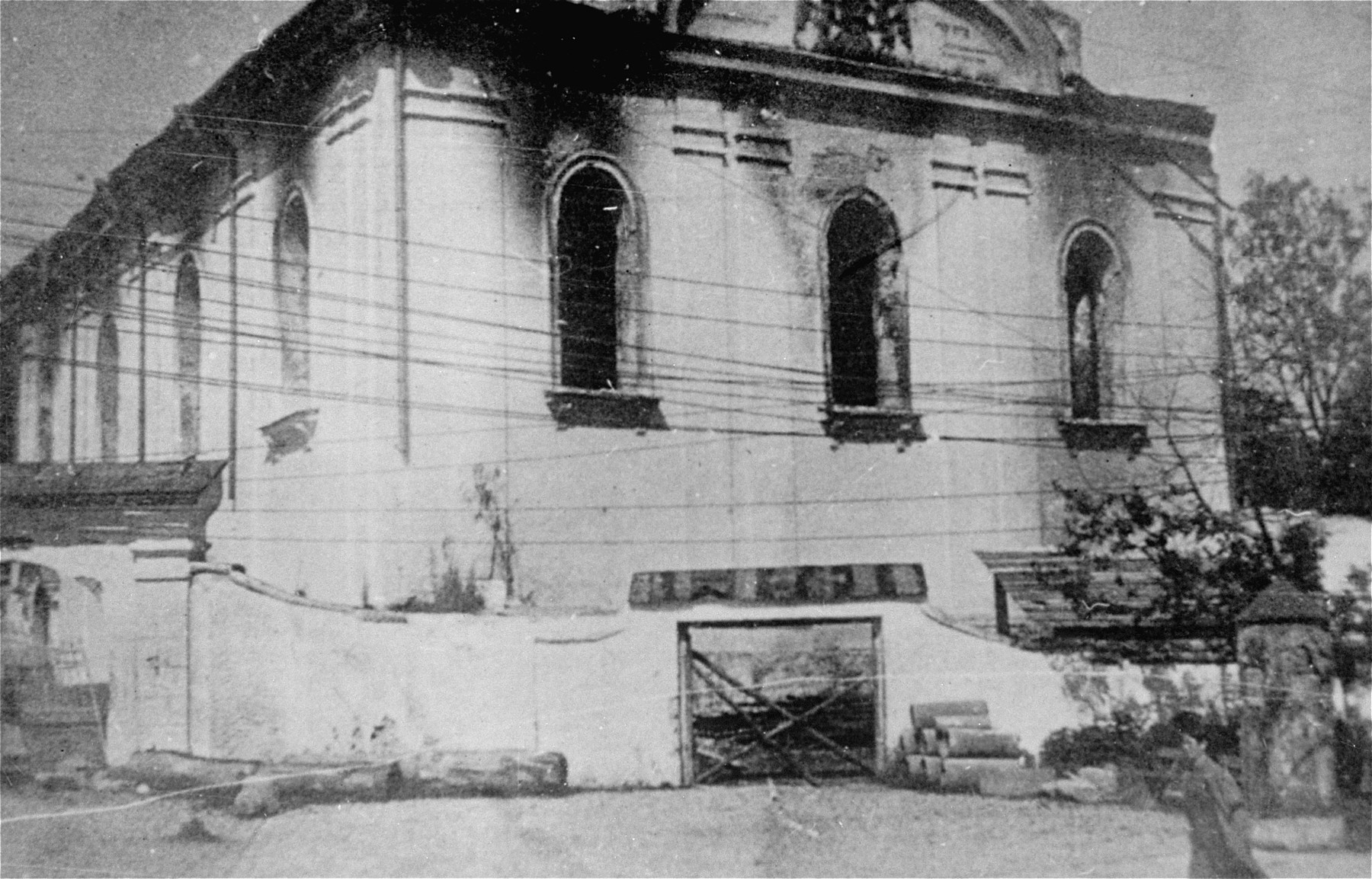 View of a destroyed synagogue in Krzemieniec.