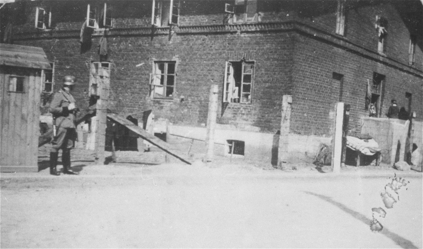 A German soldier stands guard at the entrance to the Kutno ghetto on Mickiewicz street.