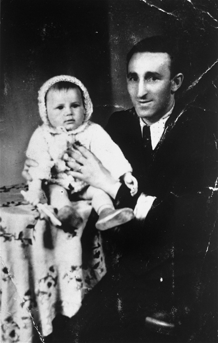 Moshe Tyrangiel poses with his daughter Guta in the Minsk Mazowiecki ghetto.