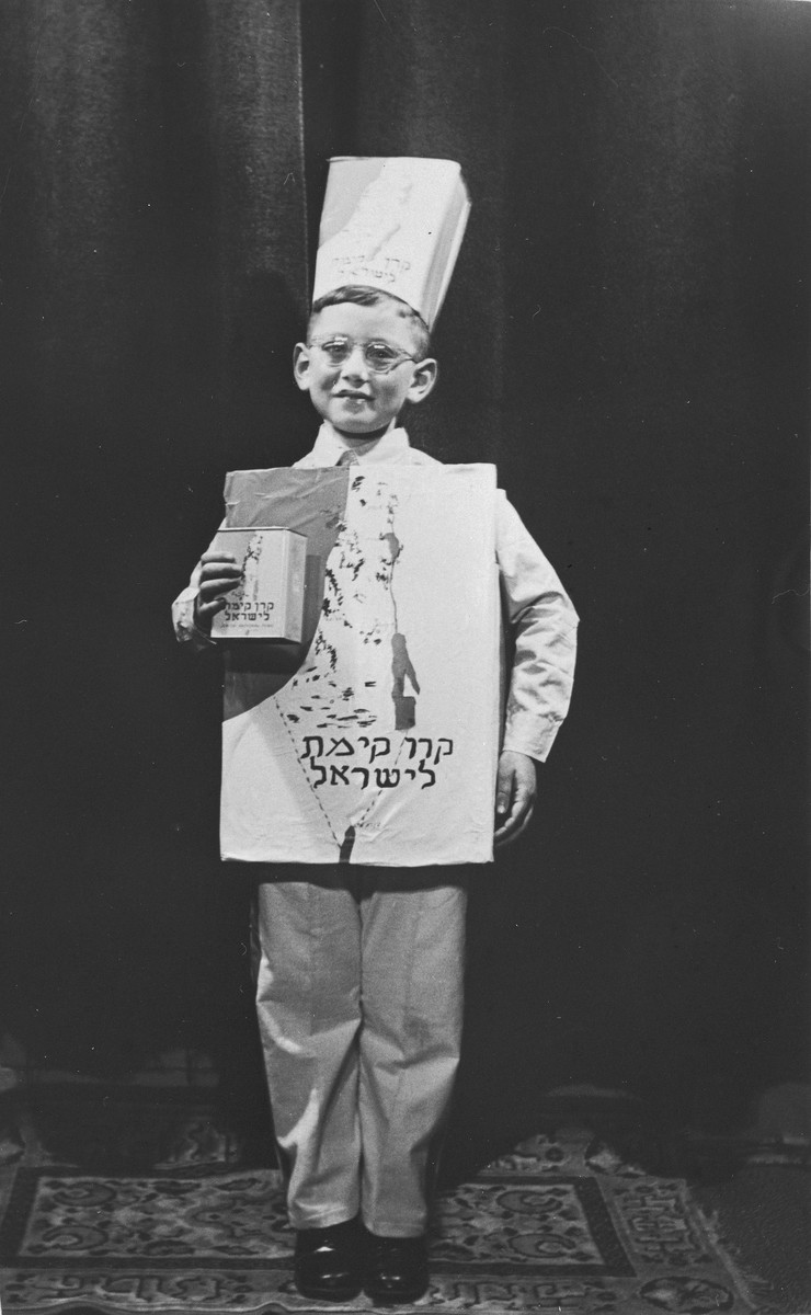 Portrait of Alfred Münzer dressed in a Jewish National Fund costume for the Purim holiday.
